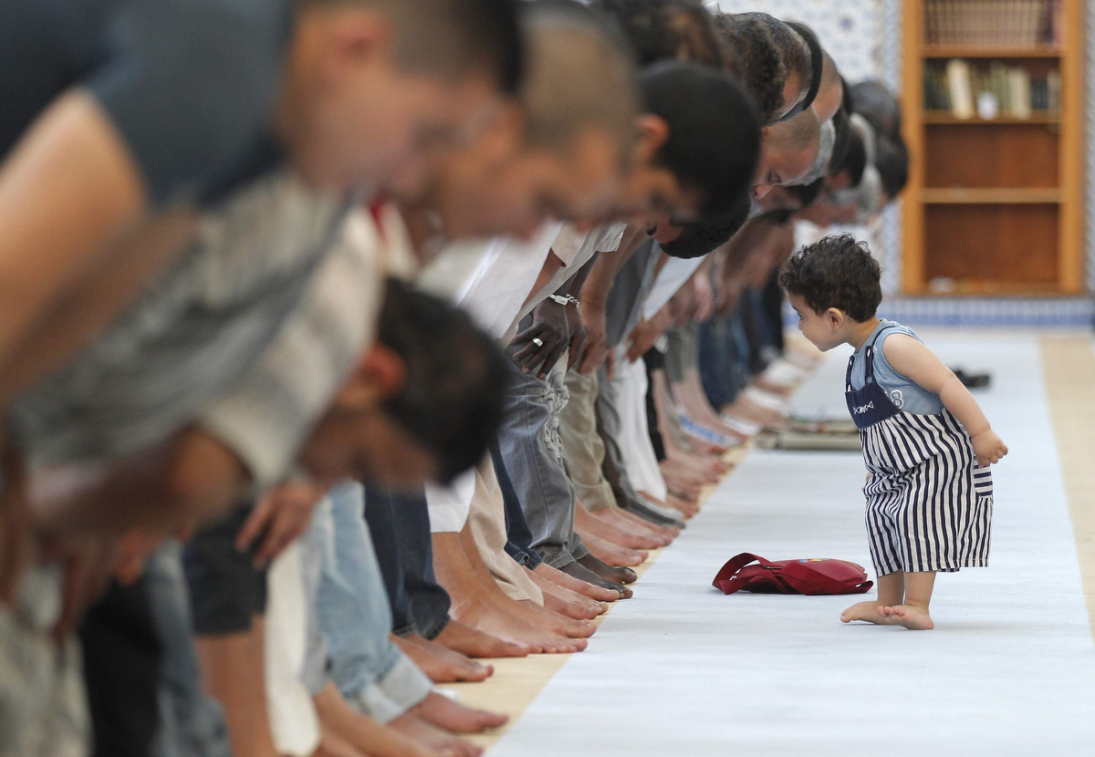 children and mosque